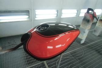 kawasaki ゼファー タンク塗装の施工前画像